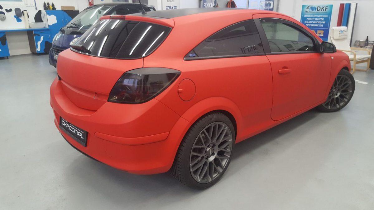 Opel Astra Zmiana Koloru – Red Matt + Black Matt