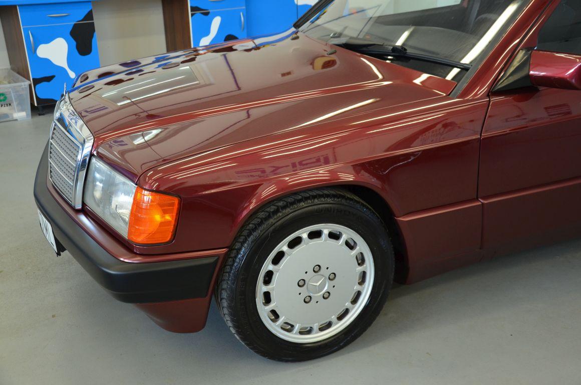 Mercedes 190 Odrestaurowanie Całego Samochodu + Lakierowanie